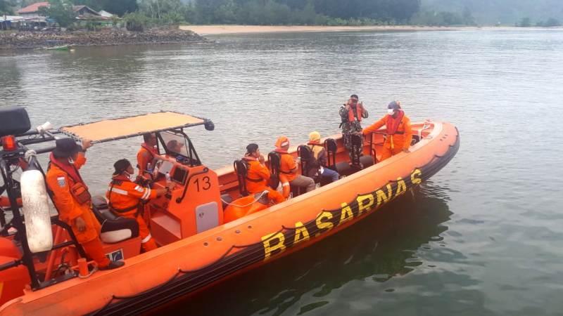 Tim SAR Gabungan saat pencarian 3 nelayan di Pulau Pisang Gadang, Padang, Sumatera Barat. Foto: Istimewa