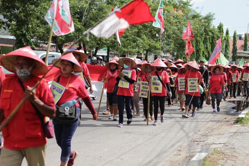 Para petani eks HGU PTPN II saat berkumpul di Kota Medan.. Foto: Istimewa