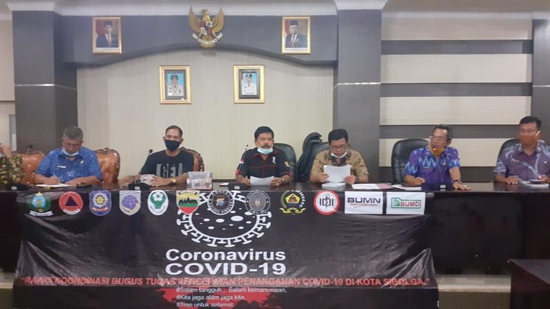 Gugus Tugas Sibolga saat konfrensi pers terkait seorang warga di Sibolga terpapar covid-19. Foto: Rakyatsumut.com/ Mirwan Tanjung