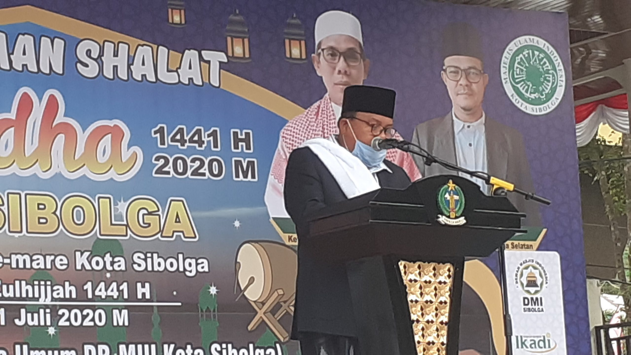 Wali Kota Sibolga HM Syarfi Hutauruk saat menyampaikan sambutan sebelum melakukan Sholat Idul Adha di Lapangan Simaremare Sibolga. Foto: istimewa