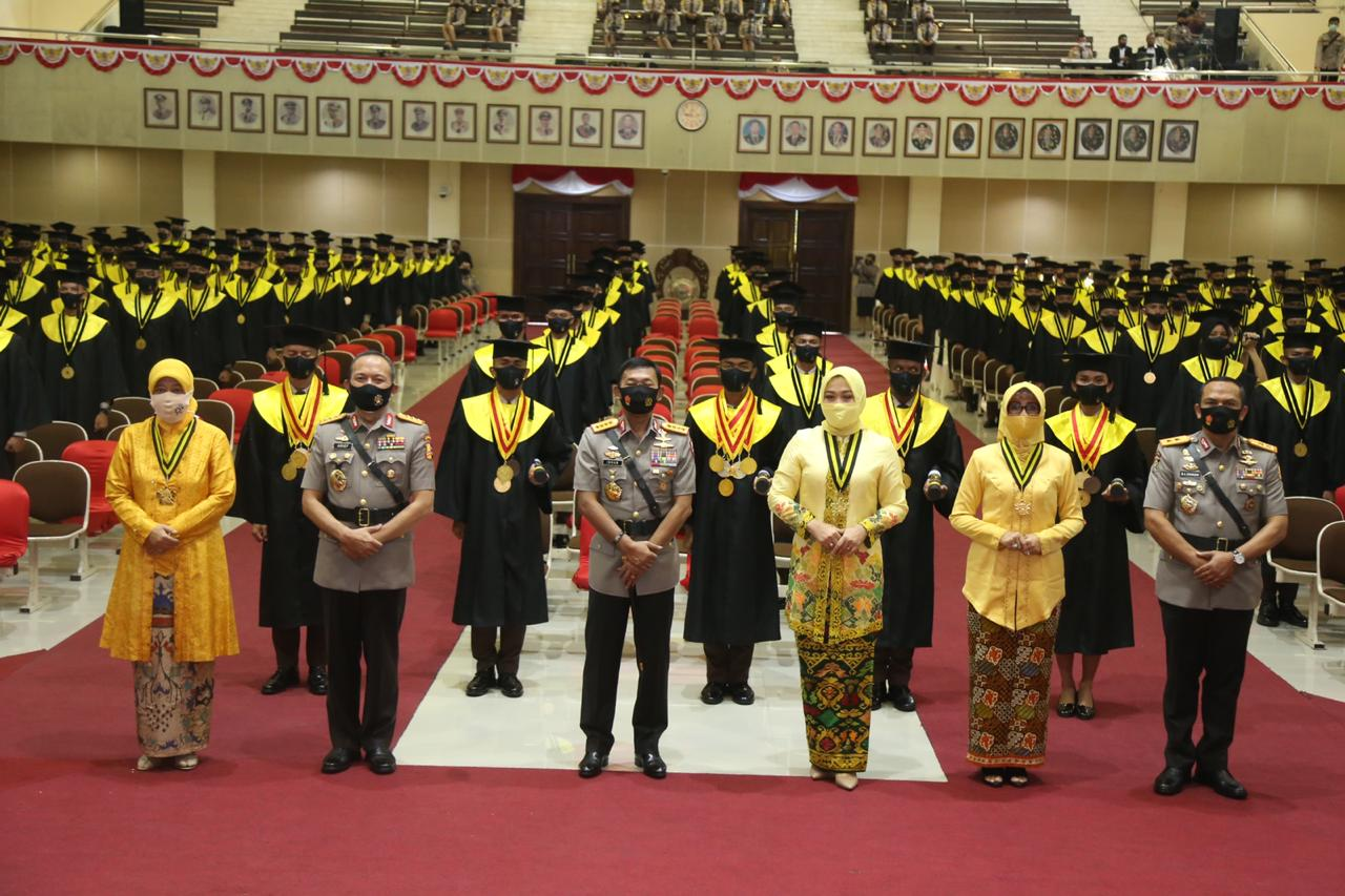 Kapolri Jenderal Pol Idham Azis menghadiri wisuda taruna dan taruni Akademi Kepolisian. Foto: istimewa
