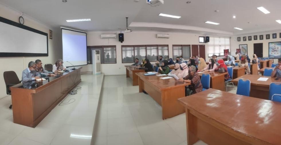 Dosen dan Mahasiswa ITM saat mendatangi Lembaga Layanan Pendidikan Tinggi (LLDIKTI) Wilayah I Sumatera Utara terkait konflik Badan Penyelenggara. Foto: Istimewa