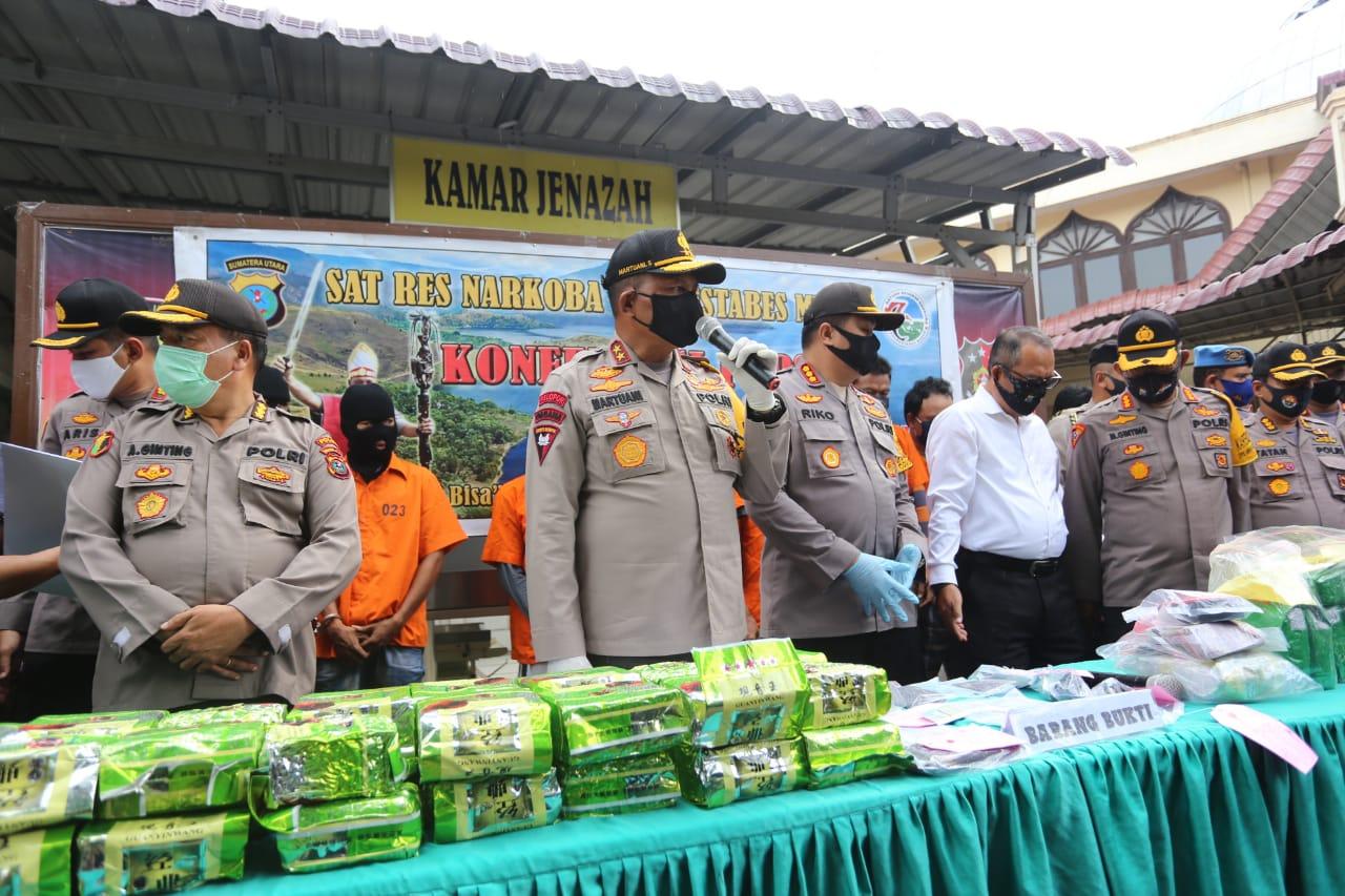 Kapolda Sumut, Irjen Pol Martuani Sormin saat melaksanakan press release. Foto: istimewa