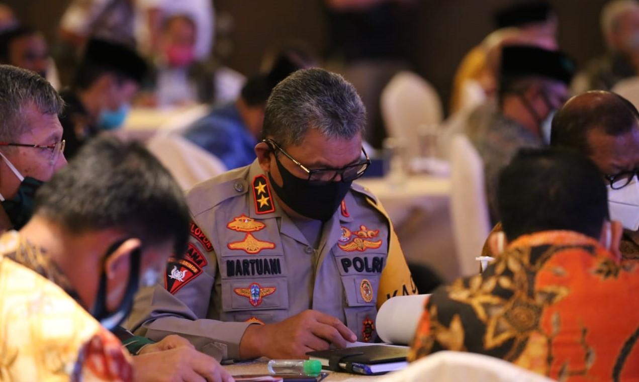 Kapolda Sumatera Utara Inspektur Jenderal Polisi Martuani Sormin dampingi Menkopolhukam dan Mendagri saat pertemuan dengan tokoh masyarakat Sumatera Utara. Foto: Istimewa