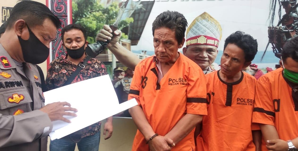 Paparan penangkapan tiga pelaku pengguna narkoba di Mapolsek Medan Timur. Foto: Istimewa