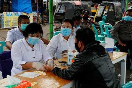 Rapid test gratis di Pasar Batangtoru. Foto: Istimewa