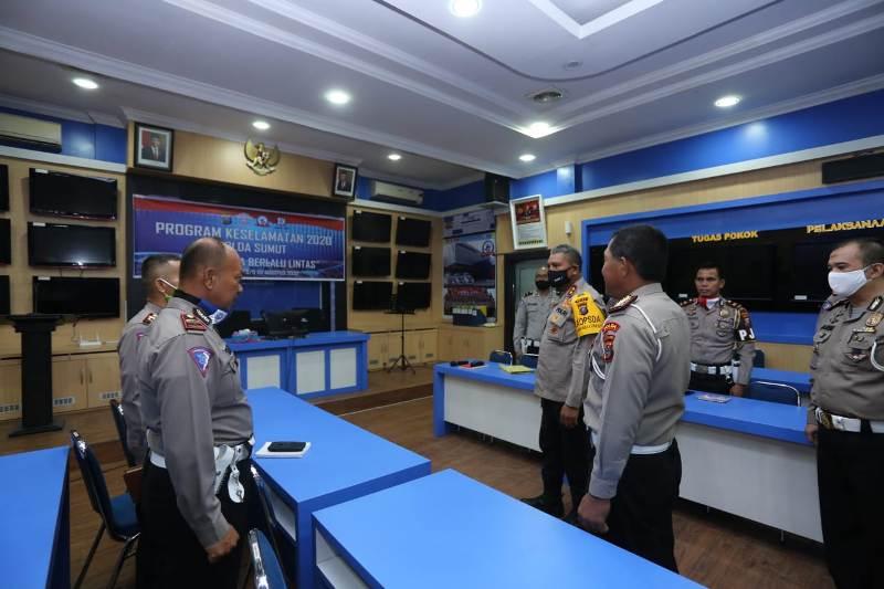 Kapolda Sumut saat memberi pengarahan kepada kepada personil Dit Lantas. Foto: Istimewa