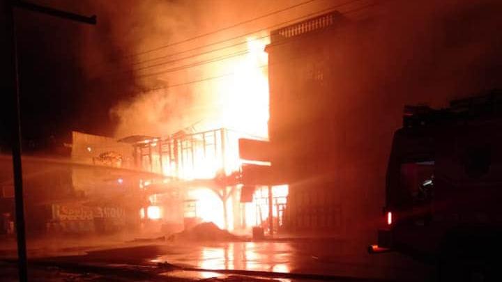 Kebakaran 2 unit rumah dan 2 unit ruko di Pasar Gunung Tua. Foto: Istimewa.