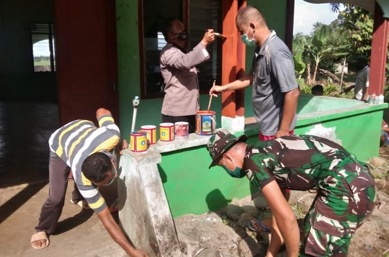 Proses pengecatan Mesjid di Desa Siantar CA dalam program TMMD ke 108 Kodim 0211/TT. Foto: Istimewa