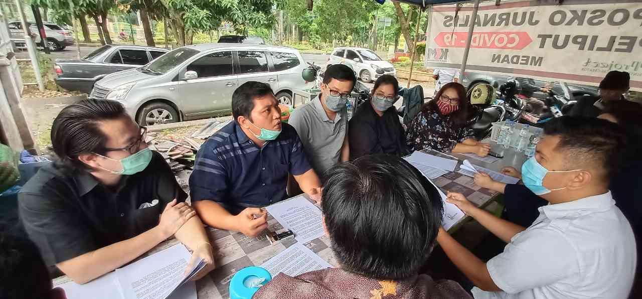 Foto: Nasabah bersama kuasa hukum dan Pospera Sumut. Foto: istimewa