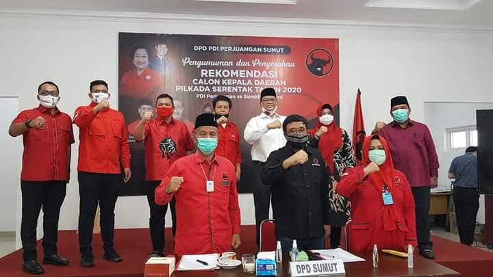 Ketua DPD PDI Perjuangan Sumatera Utara, Djarot Saiful Hidayat bersama pengurus DPD PDI Perjuangan Sumut saat mengikuti pengumuman secara virtual. Foto: istimewa