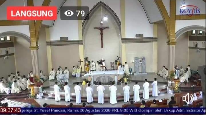 Siaran langsung acara pentahbisa Imam di Gereja Katholik Pandan. Foto: tangkaplayar