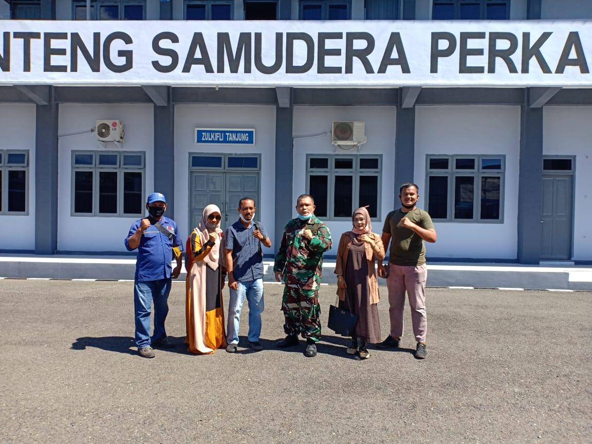 Pengurus Komantab bersama Danlanal Sibolga, Letkol Laut (P) Andris Benhard Marimbun Simaremare M.Tr.Hanla foto bersama usai Audiensi. Foto: istimewa