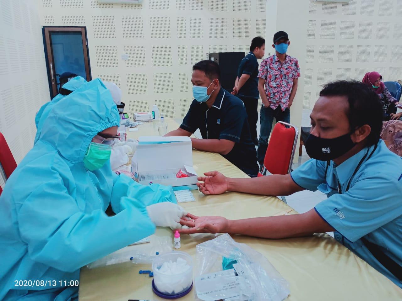 Pegawai RRI Sibolga saat mengikuti rapid test. Foto: istimewa