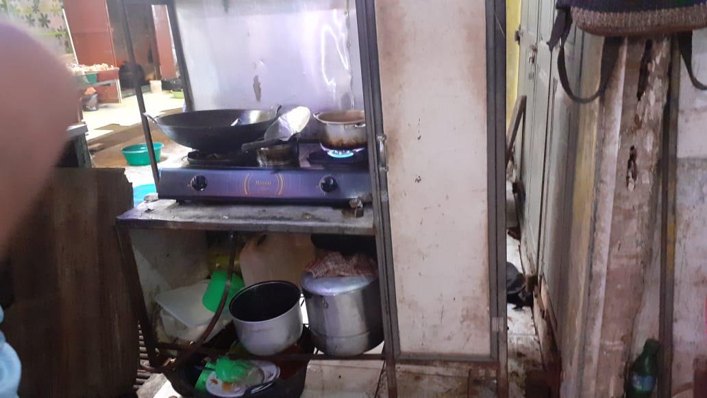 Kios milik Sundari usai dibobol pencuri. Foto: Mirwan Tanjung/ Rakyatsumut.com