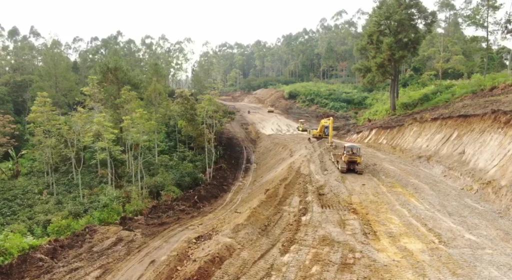 Pembangunan jalan di Toba Caldera Resort. Foto: Istimewa