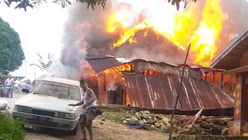 Satu unit rumah warga ludes terbakar di Desa Pangirkiran, Kecamatan Hulu Sihapas, Kabupaten Paluta. Foto: Istimewa.