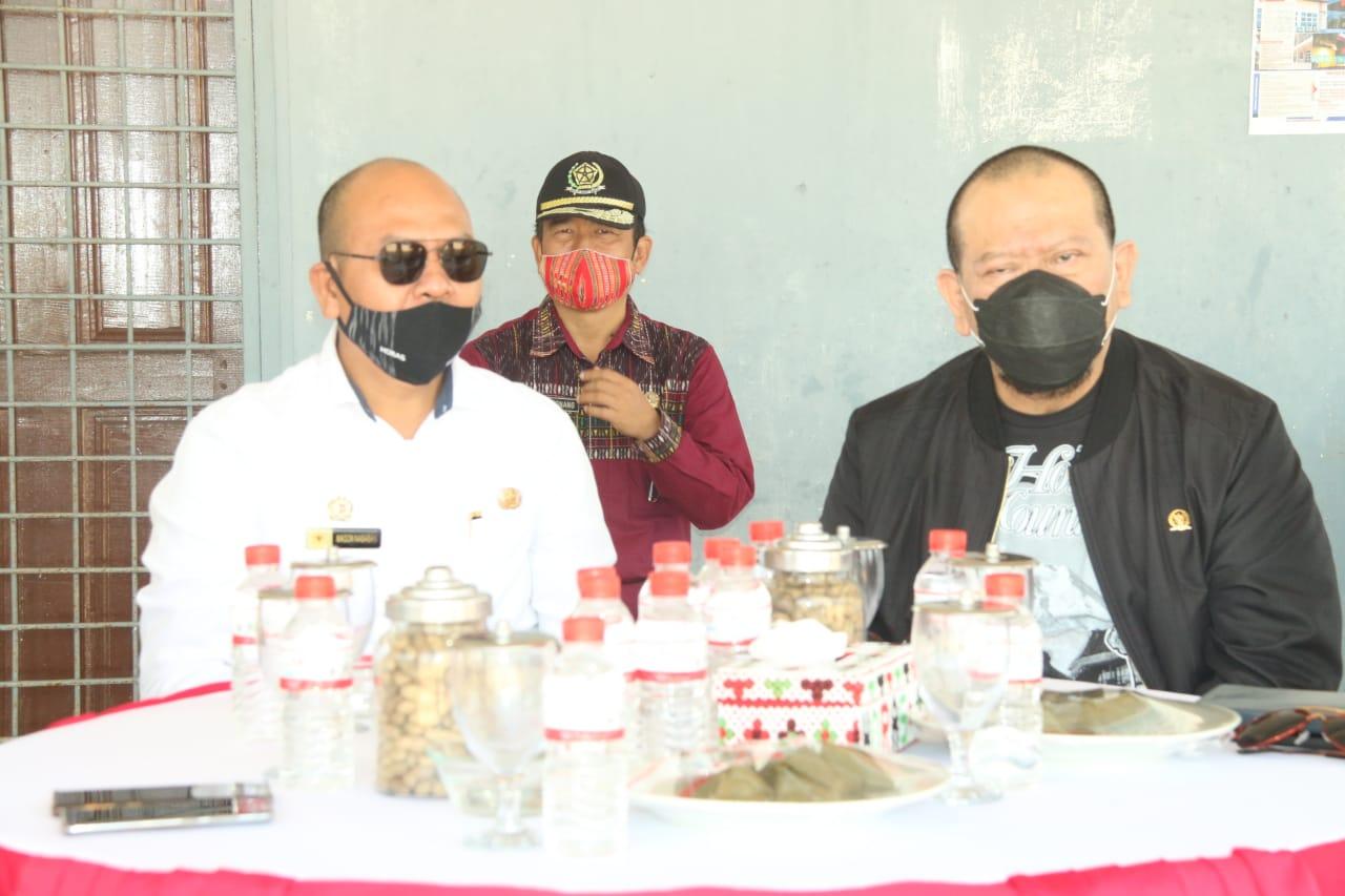 Bupati Taput, Nikson Nababan bersama ketua DPD RI, AA LaNyala Mahmud Mattalitti. Foto: istimewa