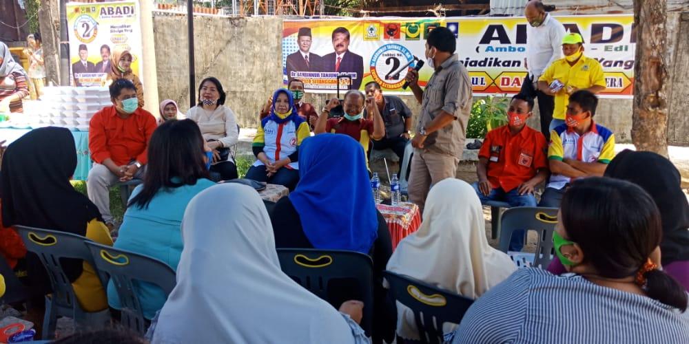 Bahdin Nur Tanjung dan Edi Polo Sitanggang saat bersilaturahmi dengan masayarakat jalan Pipit. Foto: Rakyatsumut.com/ Mirwan