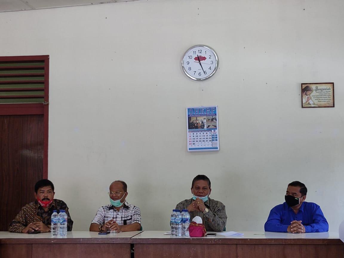 Pasangan Abadi Bersama Praeses HKBP Distrik IX, Pdt. Hercules Sihotang, M.Th dan Pengurus. Foto: Istimewa