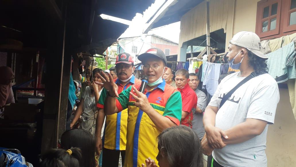 Pasangan ABADI saat blusukan ke Gang Sorna Kelurahan Pasar Belakang. Foto: Rakyatsumut.com