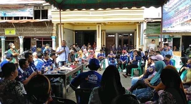Jamaluddin Pohan nomor urut 1 sarapan pagi sekaligus menyerap aspirasi masyarakat Ono Niha di Jalan horas. Foto: istimewa