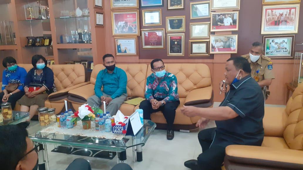 Wali Kota Sibolga HM Syarfi Hutauruk saat menerima audensi dari HKI. Foto: Rakyatsumut.com/ Mirwan
