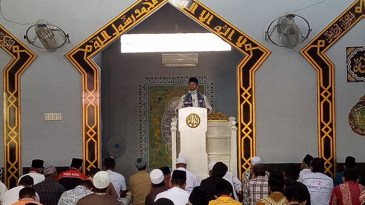Calon Wali Kota Sibolga Bahdin Nur Tanjung saat menjadi khatib Jumat di Masjid Nurul Bahrain. Foto: Istimewa