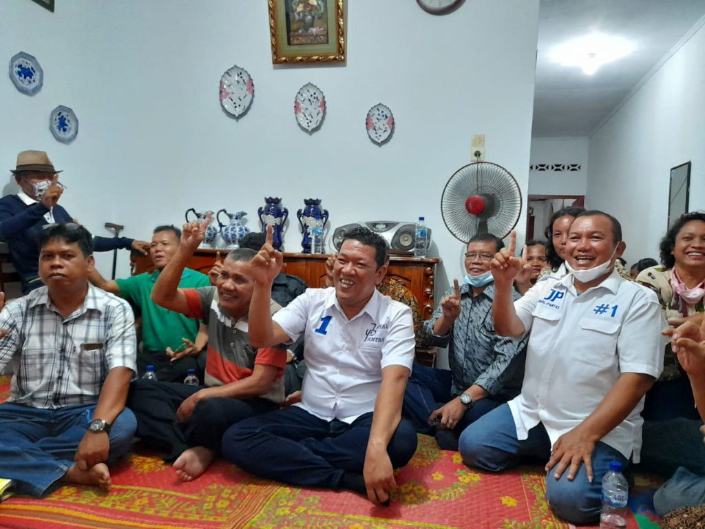 Pomparan Toga Aritonang dan Boru Bere bersama Pasangan Calon Walikota dan Wakil Walikota Sibolga, H Jamaluddin Pohan dan Pantas Maruba Lumbantobing. Foto: istimewa