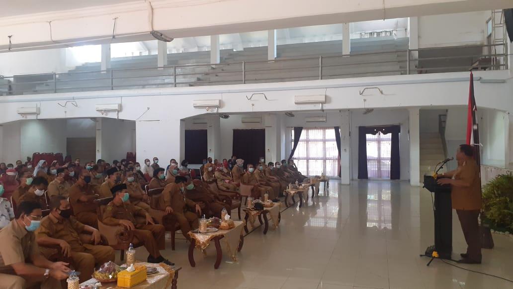 Wali Kota Sibolga HM Syarfi Hutauruk saat menyampaikan kata sambutan pada acara HUT KORPRI ke 49 Tahun 2020 di Gedung Nasional Kota Sibolga. Foto: Rakyatsumut.com/ Rommy