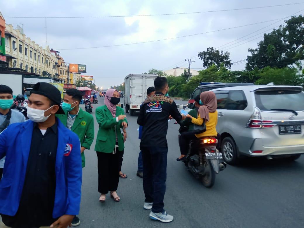 KPOTI dan lembaga kepemudaan berbagi masker. Foto: Istimewa