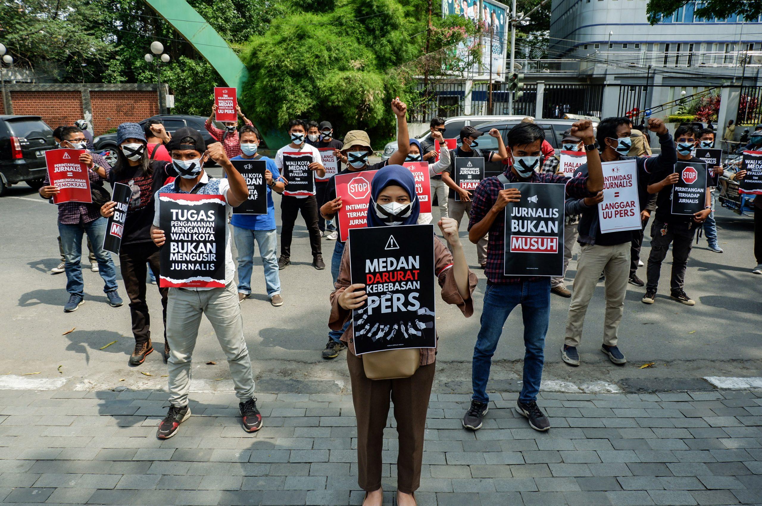 Aksi jurnalis di depan kantor Wali Kota Medan. Foto: Istimewa