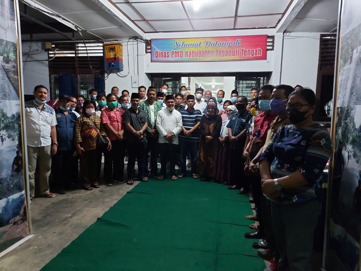 Kepala Dinas PMD Tapteng bersama para kepala Desa se Tapteng usai acara buka puasa bersama. Foto: istimewa