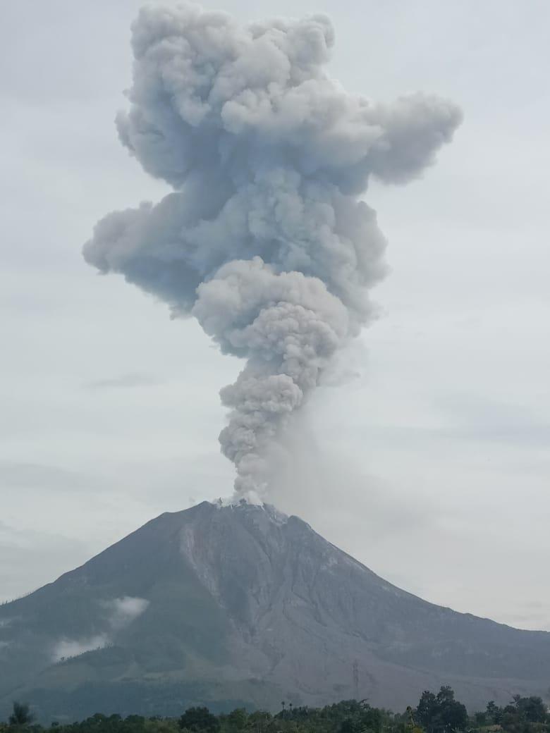 Erupsi gunungapi Sinabung di Kabupaten Karo, Sumatera Utara. Foto: Istimewa