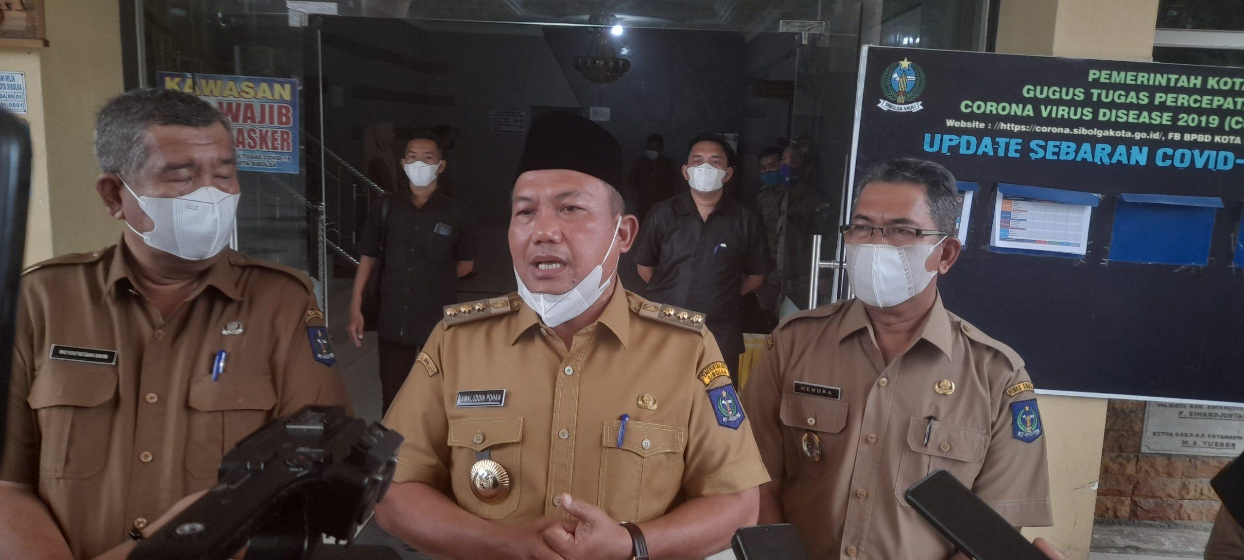 Wali Kota Sibolga, Jamaluddin Pohan saat diwawancarai wartawan. Foto: Rommy/ Rakyatsumut.com