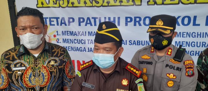 Kepala Kejaksaan Negeri Sibolga, Irvan Paham PD Samosir bersama Wakil Wali Kota Sibolga, Pantas M Lumbantobing, Kapolres Sibolga. Foto: istimewa